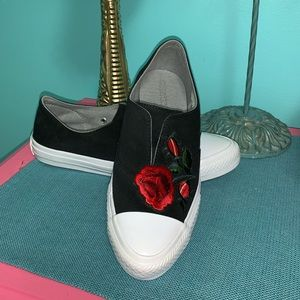 NWOT Rose patch Converse sneakers